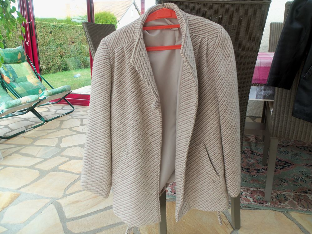 veste 3/4 en laine 10 Queuille (63)