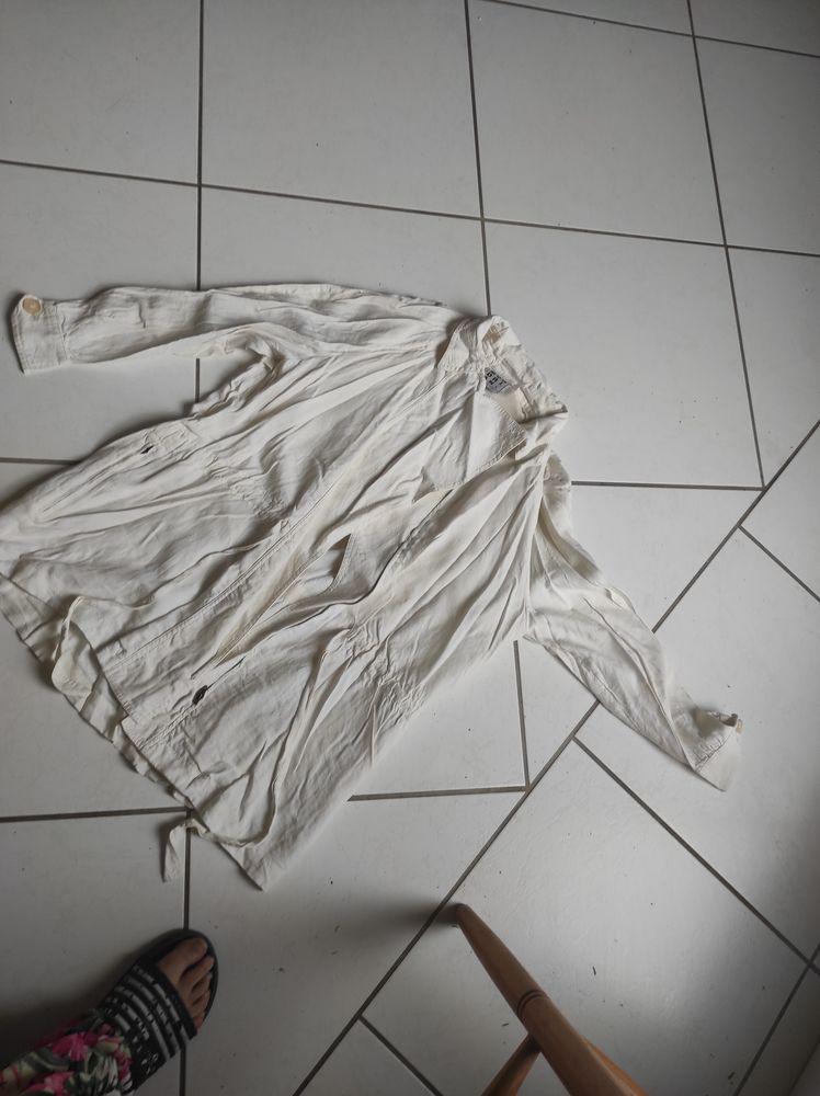 15€ veste légère taille 38/40 Vêtements