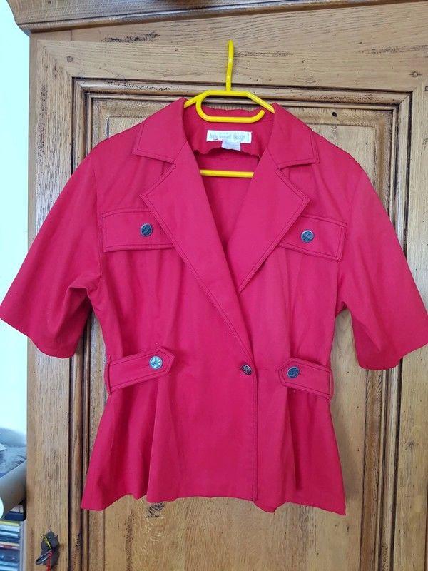 Veste manches courtes rouge très bon etat mesure aisselles a 13 Viriat (01)