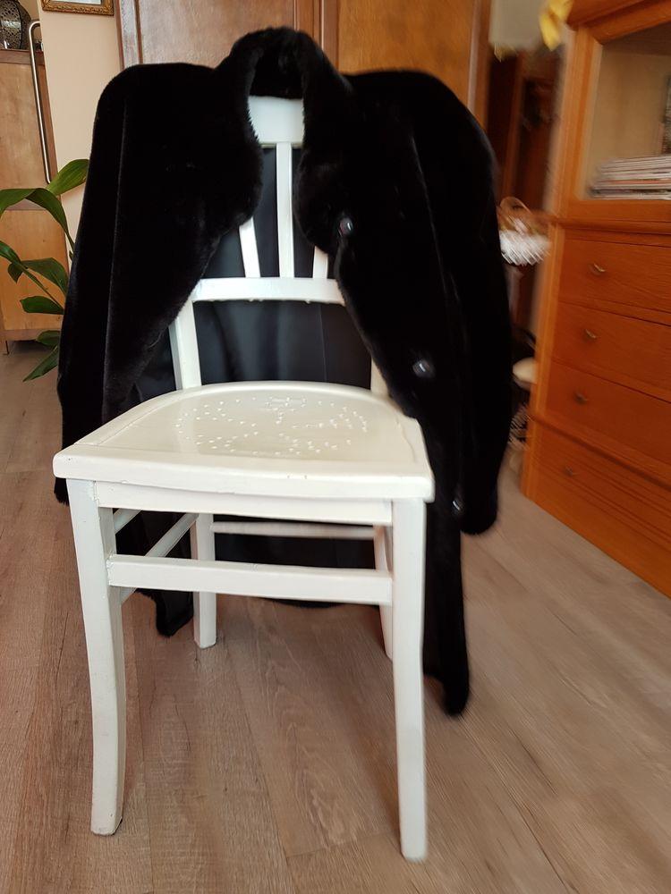 Veste 3/4 taille 44/46 fourrure synthétique noire. 30 Thiais (94)