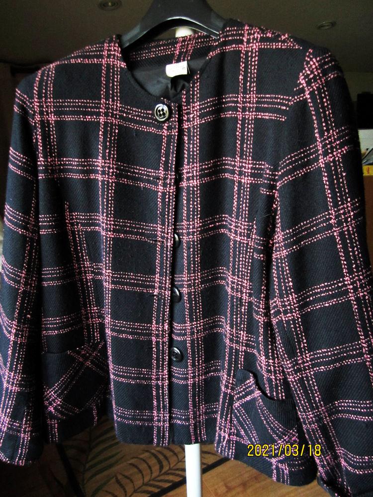 veste tailleur style CHANEL noire et filets roses 18 Saint-Alban-de-Roche (38)