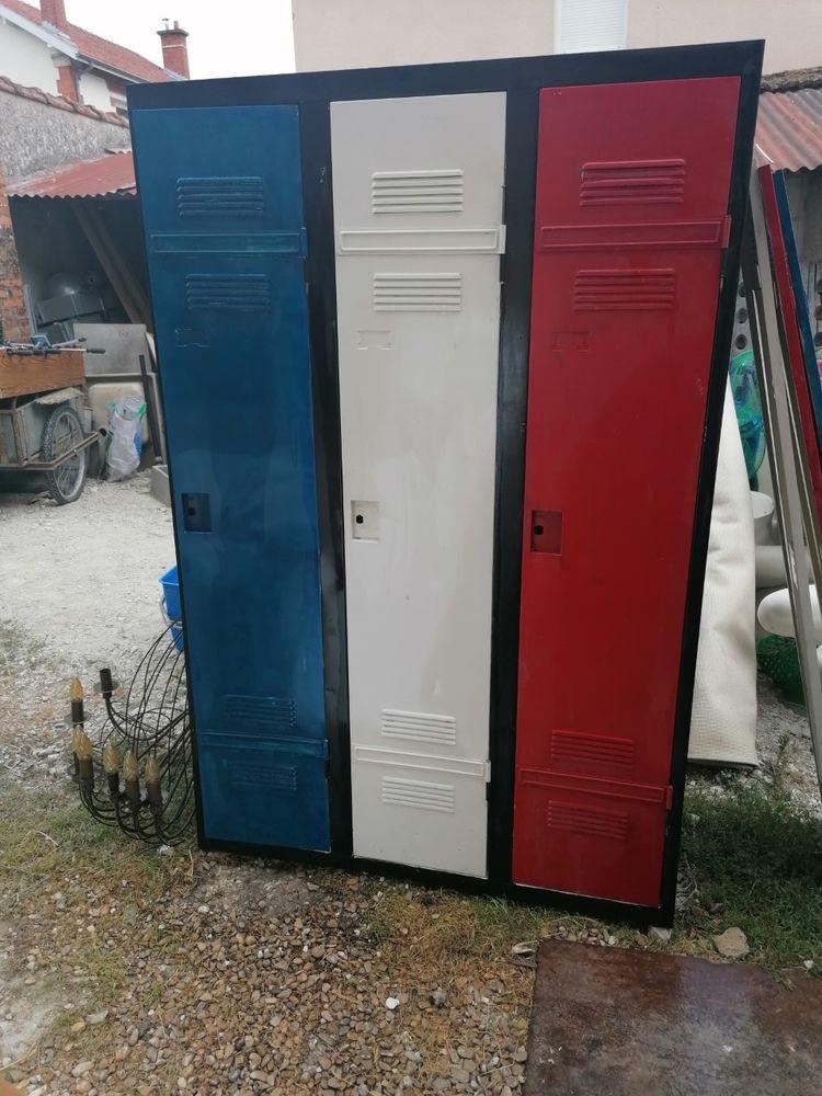 2 vestiaires vintages 3 portes très bon état, peinture neuve Meubles