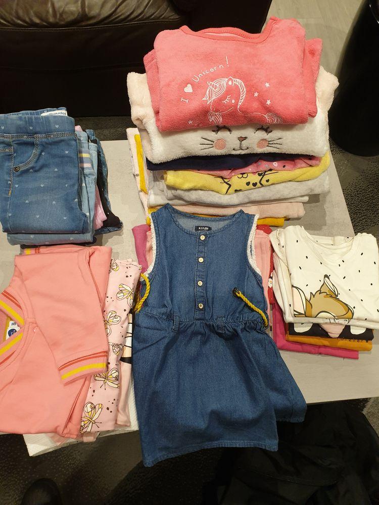 Vêtements bébé fille 6 mois 30 Marseille 11 (13)
