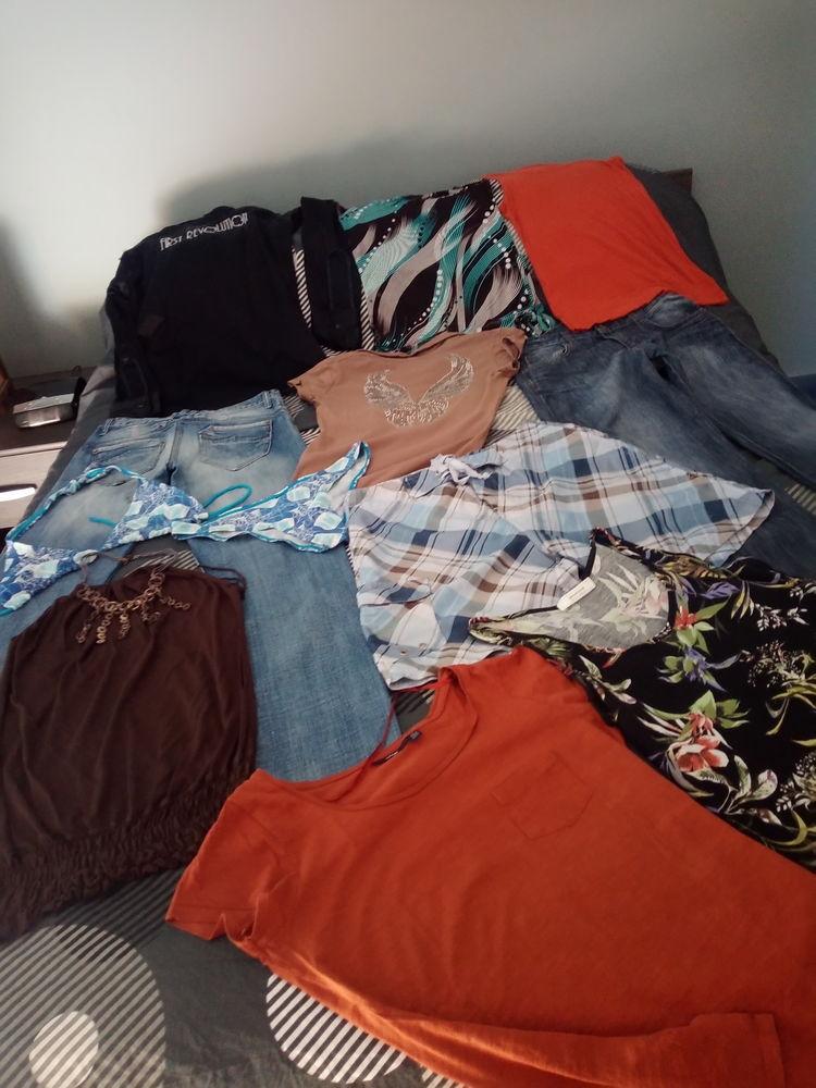 lot de 11 vêtements, dont 1 jeans Kaporal, 1 jeans denim Vêtements