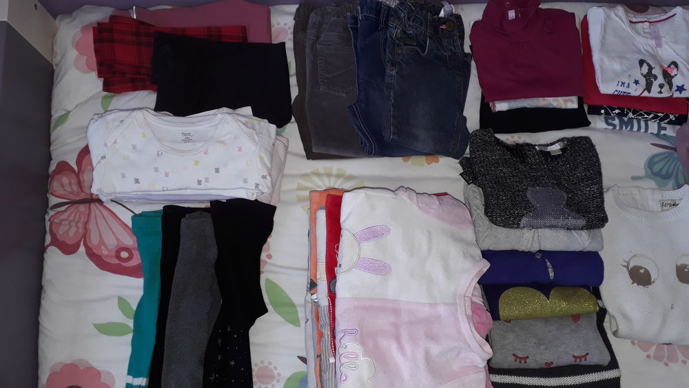 Lot vêtements fille 24 mois  35 Saint-Symphorien-d'Ozon (69)