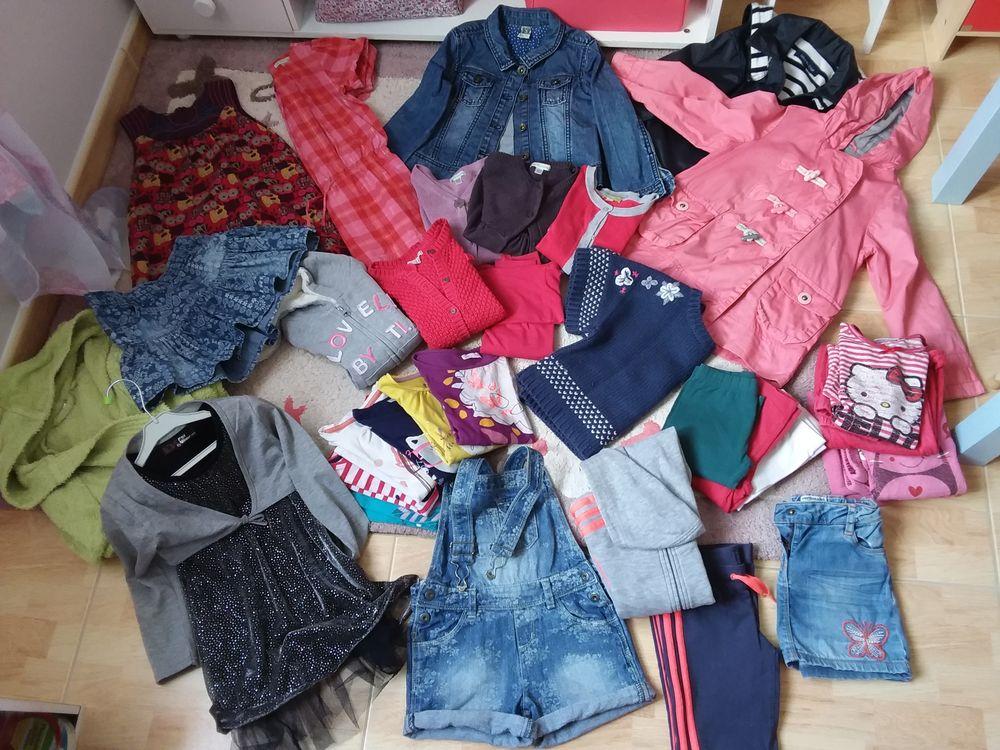 Lot vêtements fille 5 ans  0 Bouzillé (49)