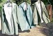 Vêtements de pluie robustes verts bruns
