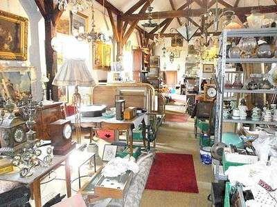 vide magasin antiquites et brocante 0 Argenton-sur-Creuse (36)