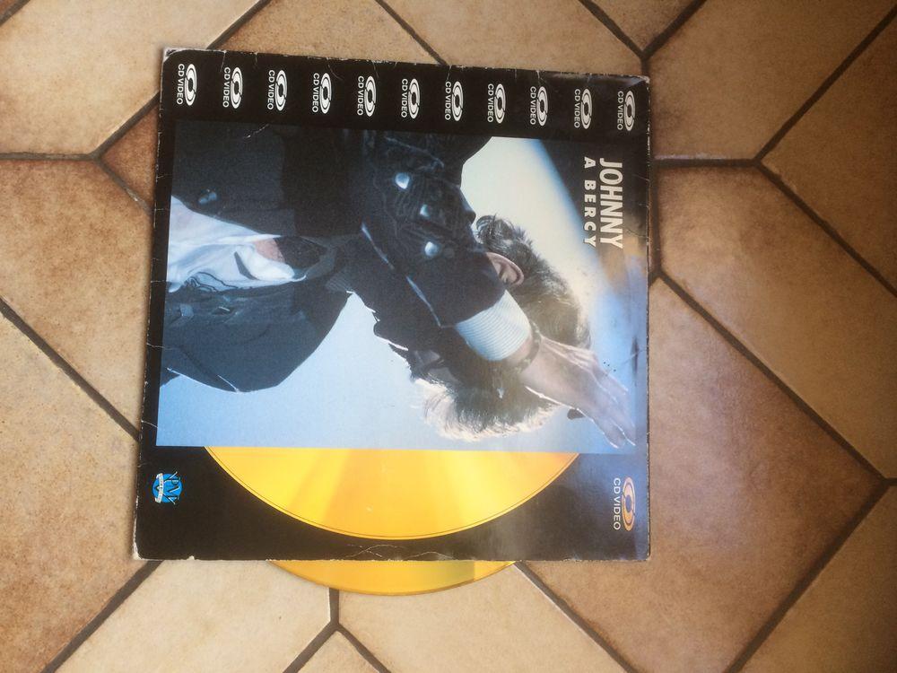 CD video Johnny Hallyday  30 Neuves-Maisons (54)