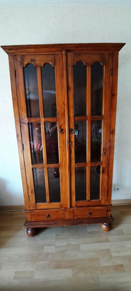 Vieille armoire ancienne vitrée en bois.  Style gothique. 0 Pessac (33)
