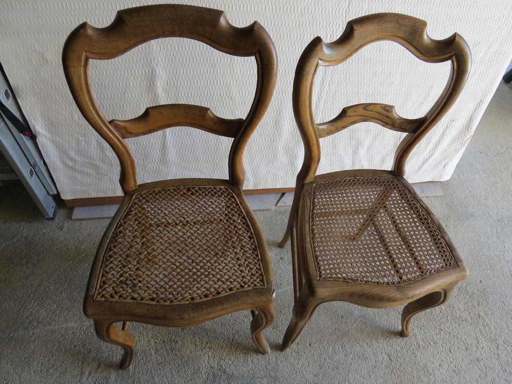 Vieilles chaises rustiques.  0 Romain (51)