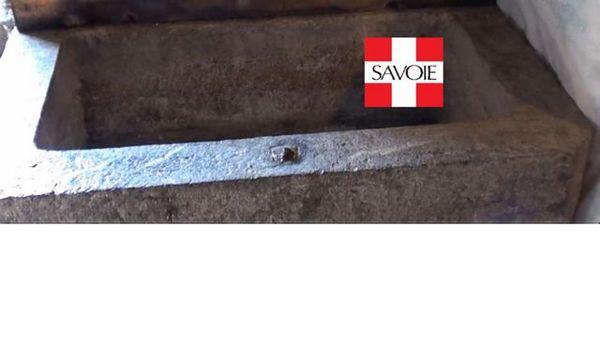 Vieux saloir en granit BD01 1500 Bonvillard (73)