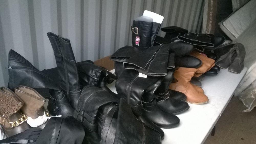Lot d'une vingtaine de bottes femmes de marque Closer   10 Lille (59)