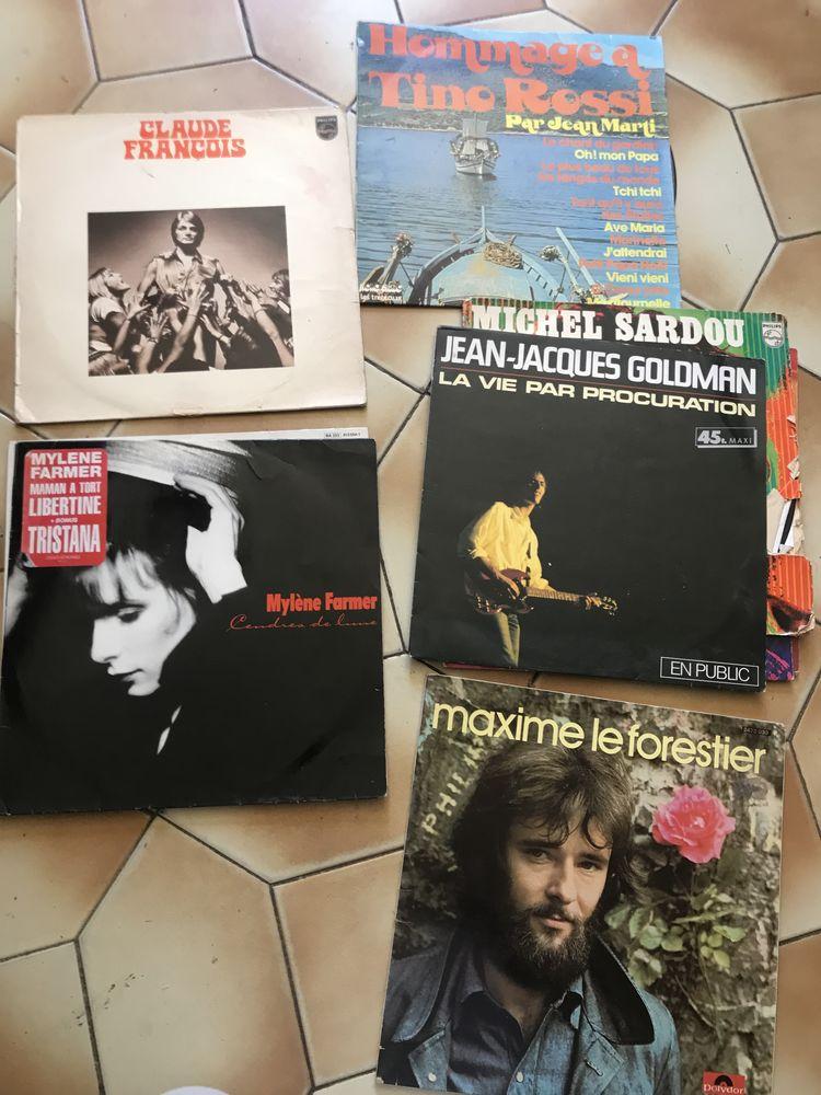 Lot 29 vinyle  Johnny Hallyday Michel Sardou jeanne mas  50 La Bouilladisse (13)