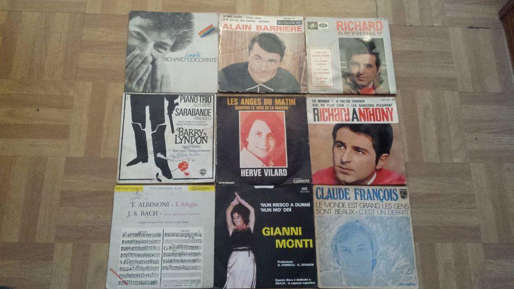 lot de 87  vinyles 45 tours  100 Paris 19 (75)