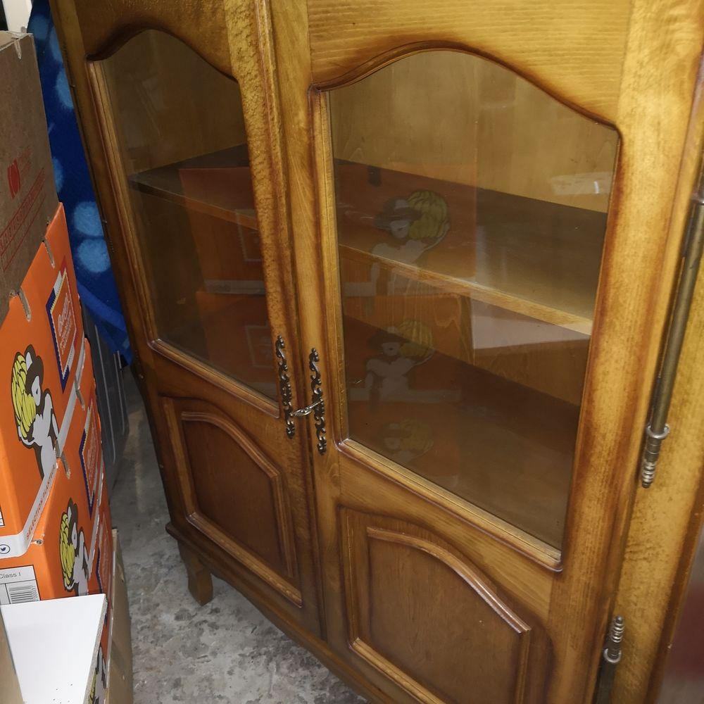 2 vitrines 2 portes avec étagères en parfait état. 0 Nesles (62)