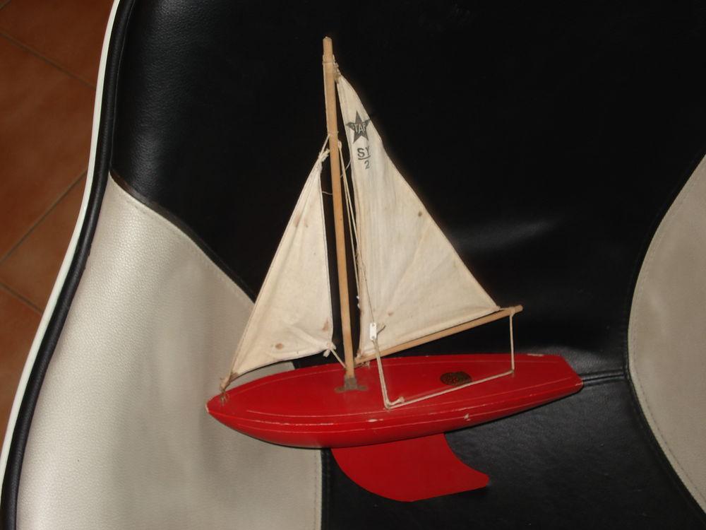Voilier de bassin en bois de la marque STAR'YACHT 50 Fontenay-le-Fleury (78)
