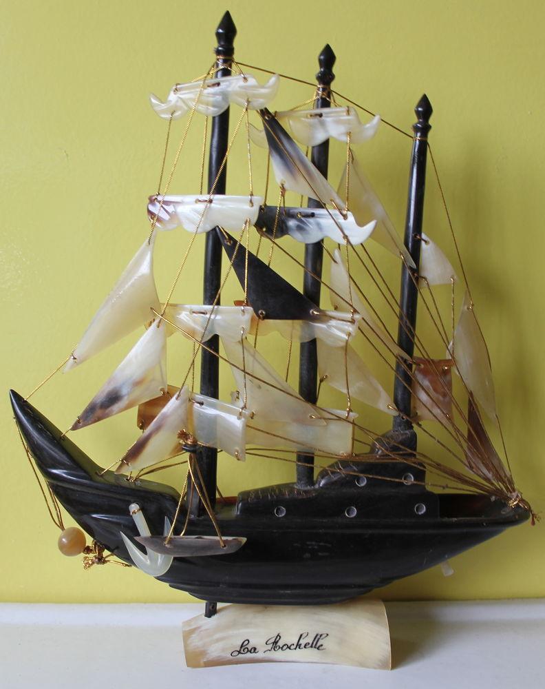 Voilier en corne souvenir de bord de mer LA ROCHELLE 40 Issy-les-Moulineaux (92)
