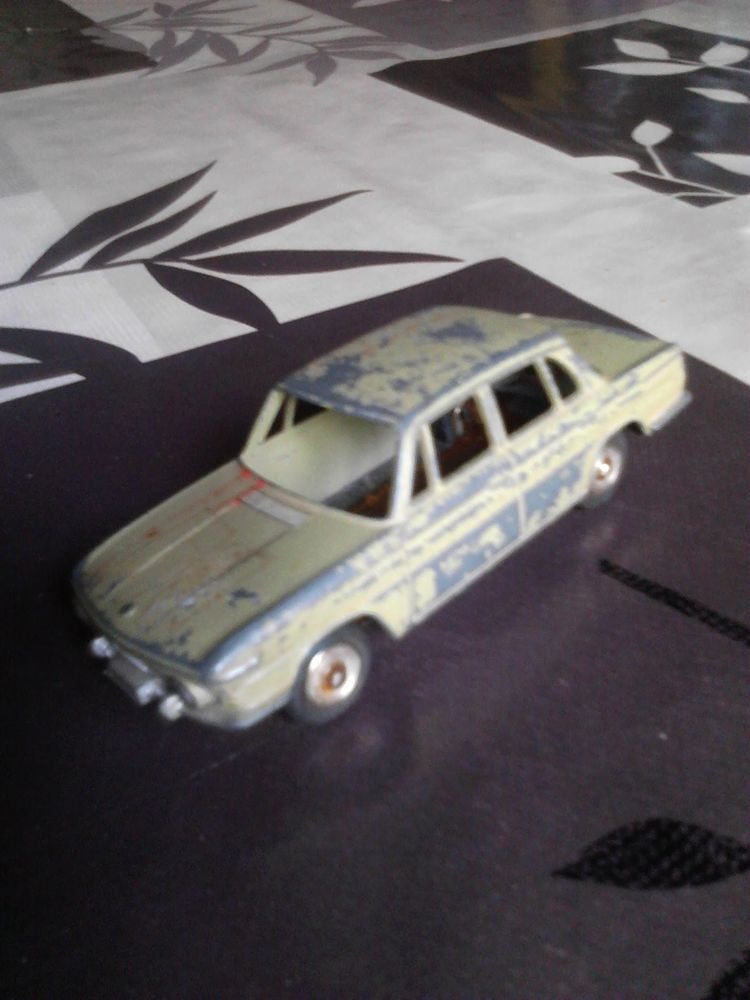 Voiture miniature BMW 1500 dinky toys 40 Avermes (03)