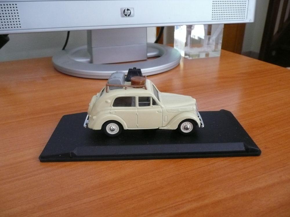 Voiture miniature 1/43 Renault Juva 4 Berline 20 Saint-Symphorien-d'Ozon (69)