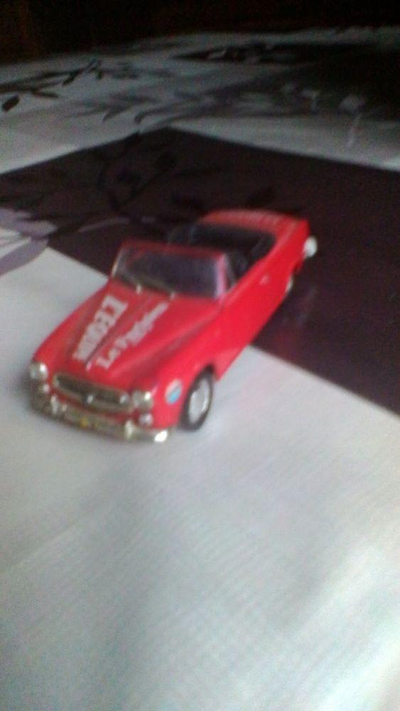 Voiture miniature du tour de France peugeot 403 cabriolet  10 Avermes (03)