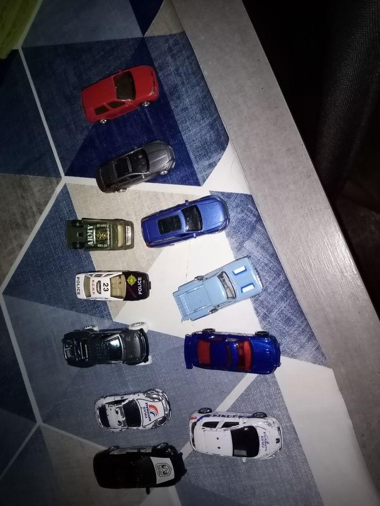 Lot 11 voitures miniatures  17 Saintes (17)