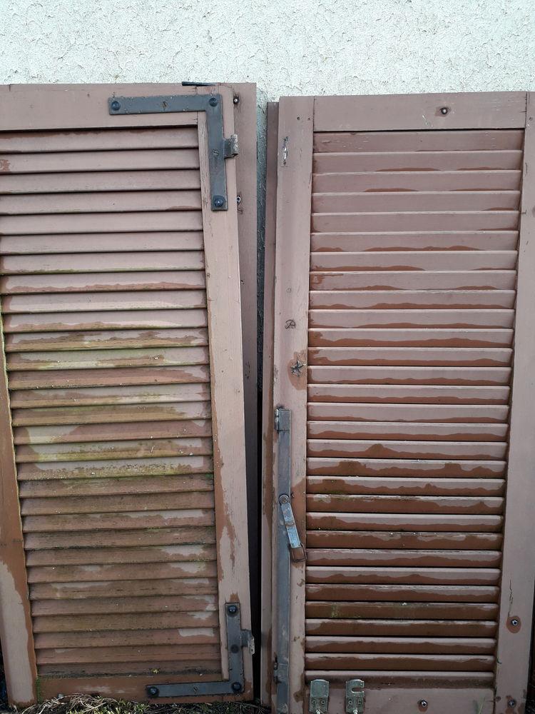 Lot de volets en bois marrons Bon état général  fenix 0 Garennes-sur-Eure (27)