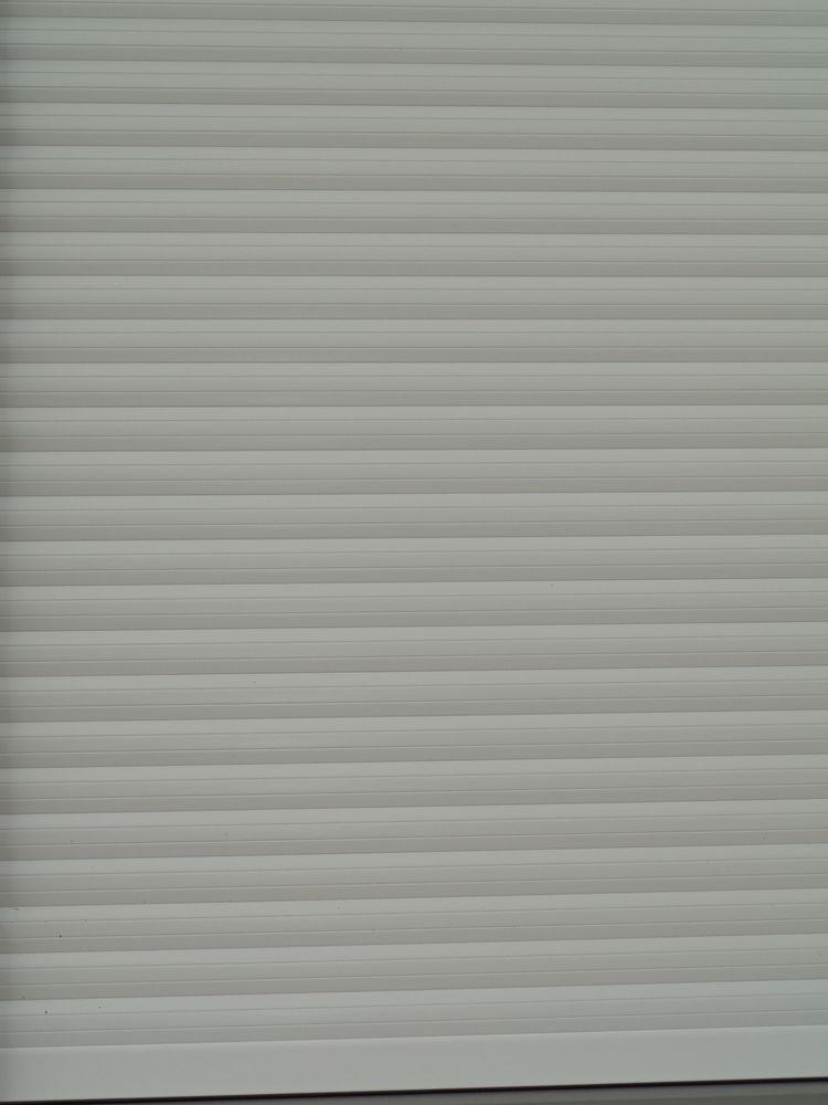 Volets roulants blancs pour porte-fenêtre et fenêtres 220 Quaëdypre (59)