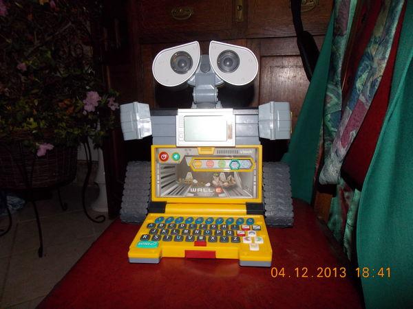 JEU , WALL-E petit robot , jouet éducatif  en bon état  17 Saint-Michel-le-Cloucq (85)