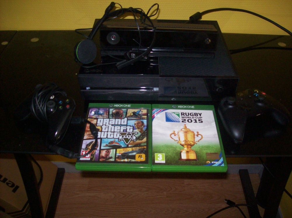 XBOX ONE 500 GIGA avec KINECT+2 JEUX 250 Perreuil (71)