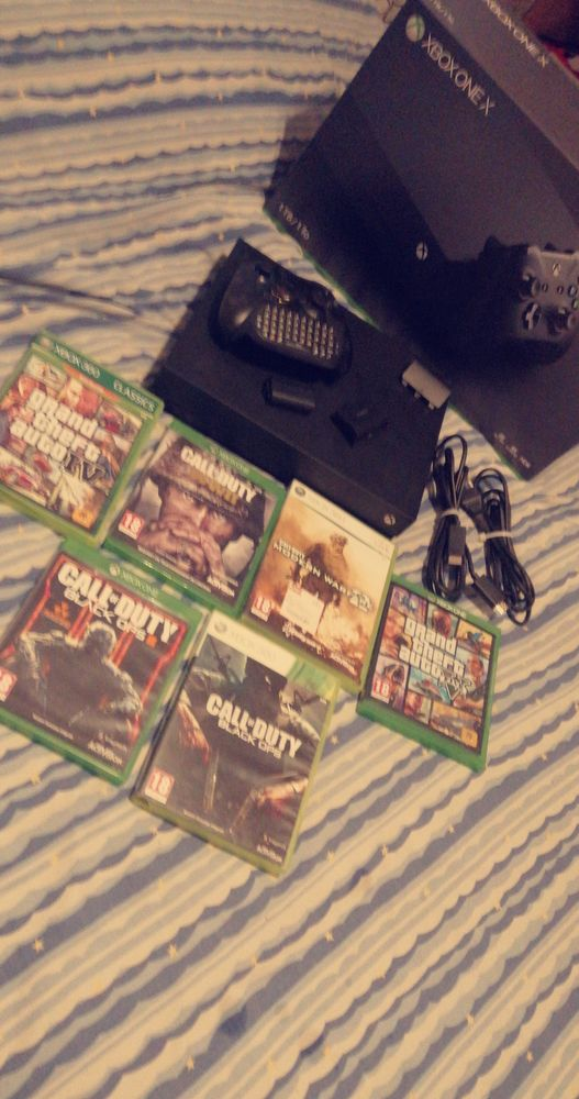 Xbox one x + jeux Consoles et jeux vidéos
