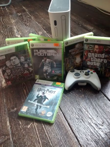 Xbox 360 plus une manette et 7 jeux 150 Voiron (38)