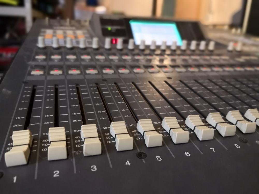 Yamaha O2R Melangeur audio digital 200 Mont-Saxonnex (74)