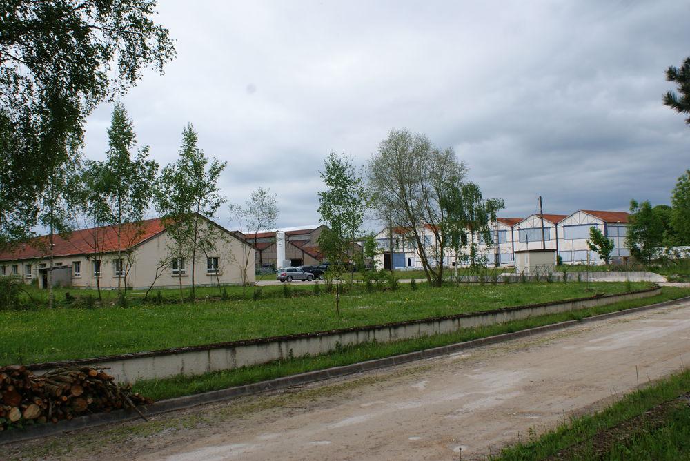 Terrain industriel avec deux bâtiments