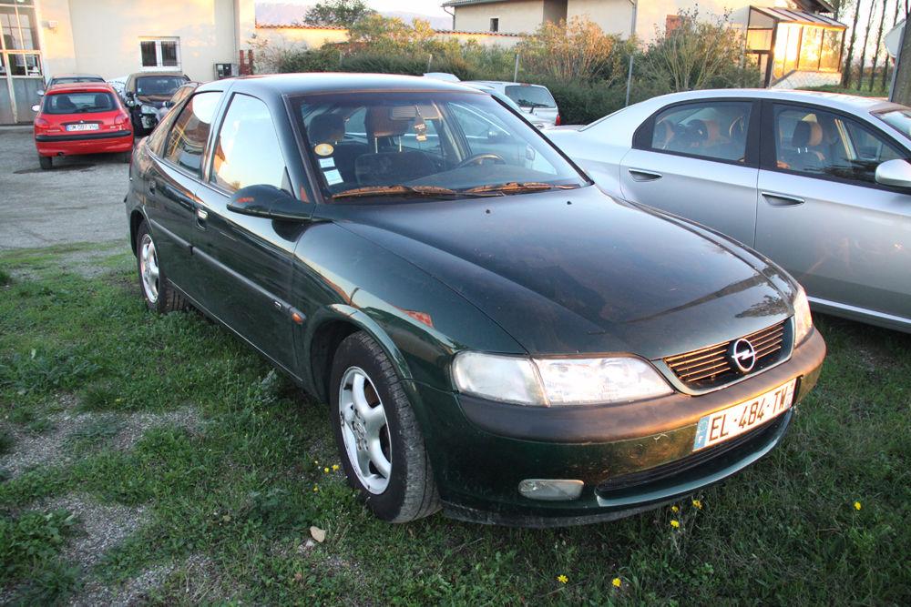 Vectra 2.0i 16V CD 1998 occasion 26300 Alixan