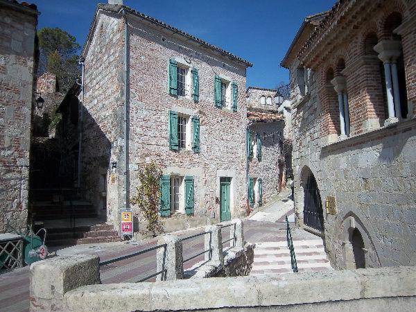 Maison pour 1 / 5 pers. avec jardin clos dans beau village.. Aquitaine, Penne-d'Agenais (47140)