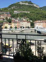 Location Appartement Spacieux T4 (102 m2), meublé, avec vue prenante, hypercentre  à Grenoble