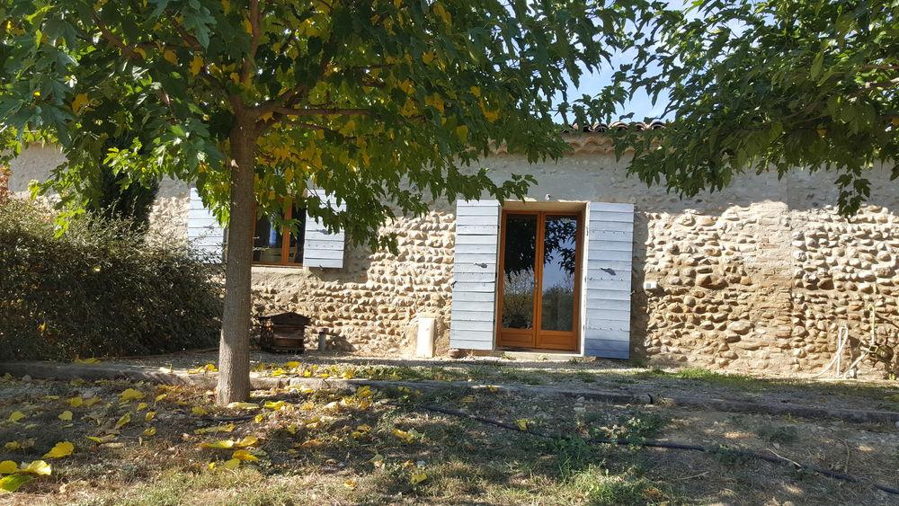 Location Maison Appartement avec jardin dans ferme en pierres  à Le castellet