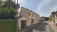 Location Maison d'une maison de ville avec garage et petit jardin  à Villepreux
