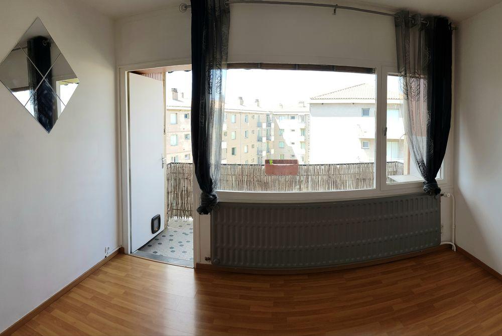 Location Appartement Appartement T3 de 70m² avec balcon, cave et garage.  à Nîmes