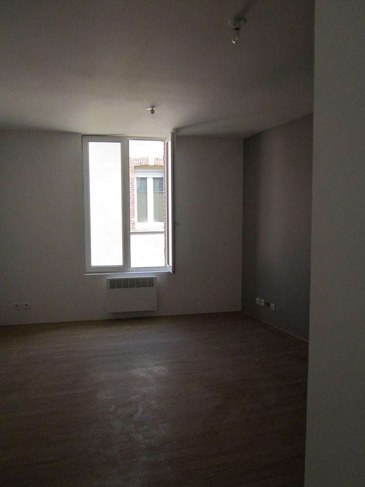 Location Appartement F2 en plein centre de Voves  à Voves