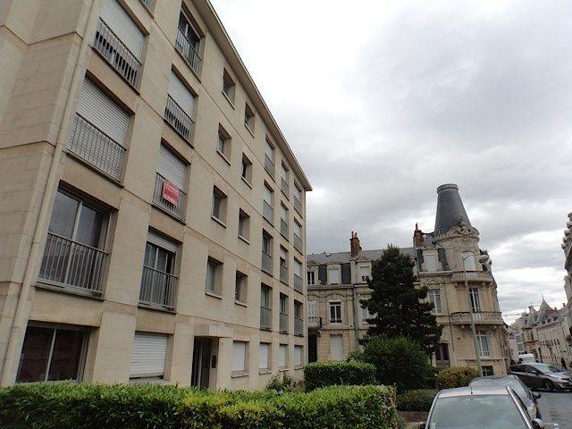 Location Appartement Appartement vaste et lumineux  à Reims