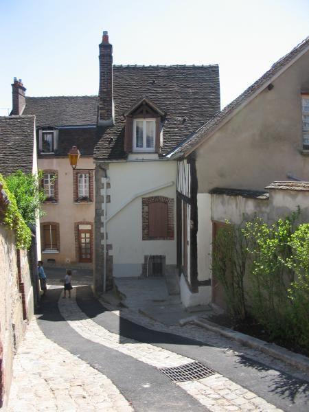 Location Appartement T1 TRÈS CALME QUARTIER HISTORIQUE JOIGNY  à Joigny