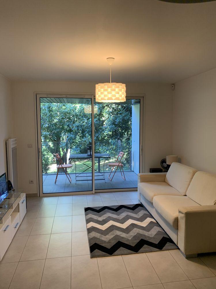 Location Appartement Studio meublé piscine et garage  à Cannes