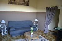 Location Appartement d'un T2 en meublé au mois, dans villa avec vue mer  à Hyères