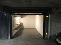 box fermé en sous sol avec bip et lumiere et electricité  110 Maurepas (78310)
