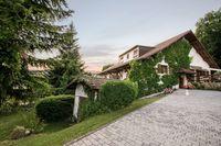 Grande maison au calme avec piscine 3600 Grilly (01220)