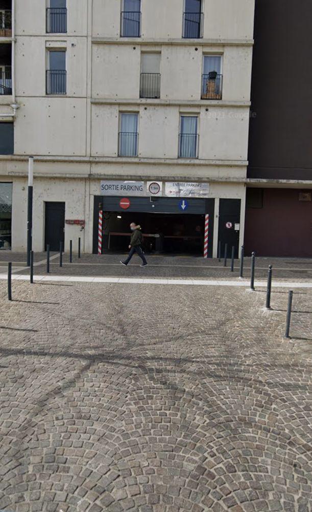 Location Parking/Garage Emplacement de parking sécurisé ou box à Port Marianne Montpellier