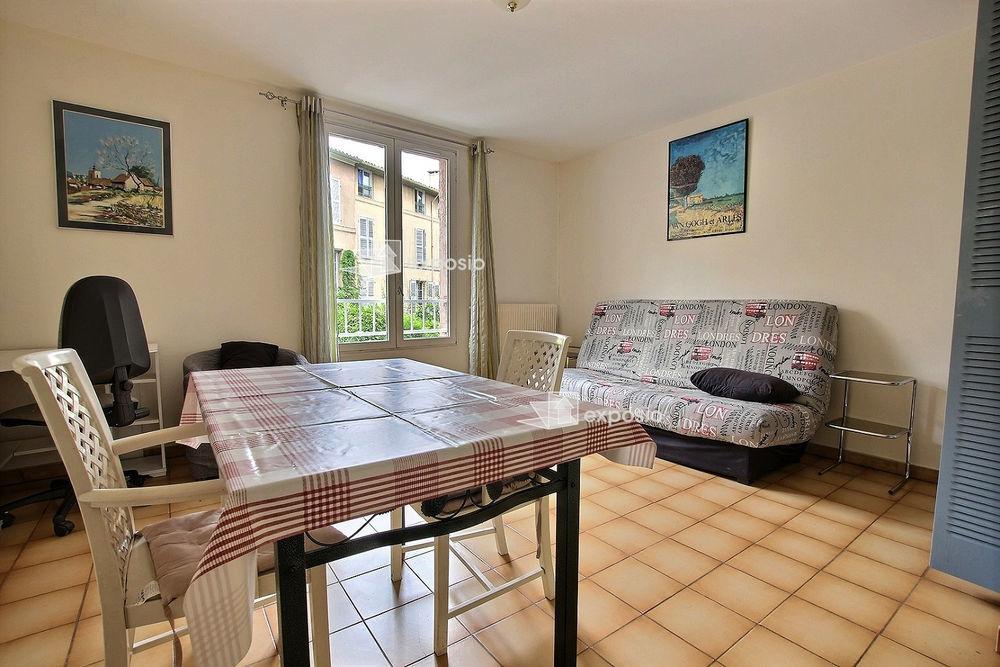 Location Appartement Beau Studio rue fermée Aix en provence