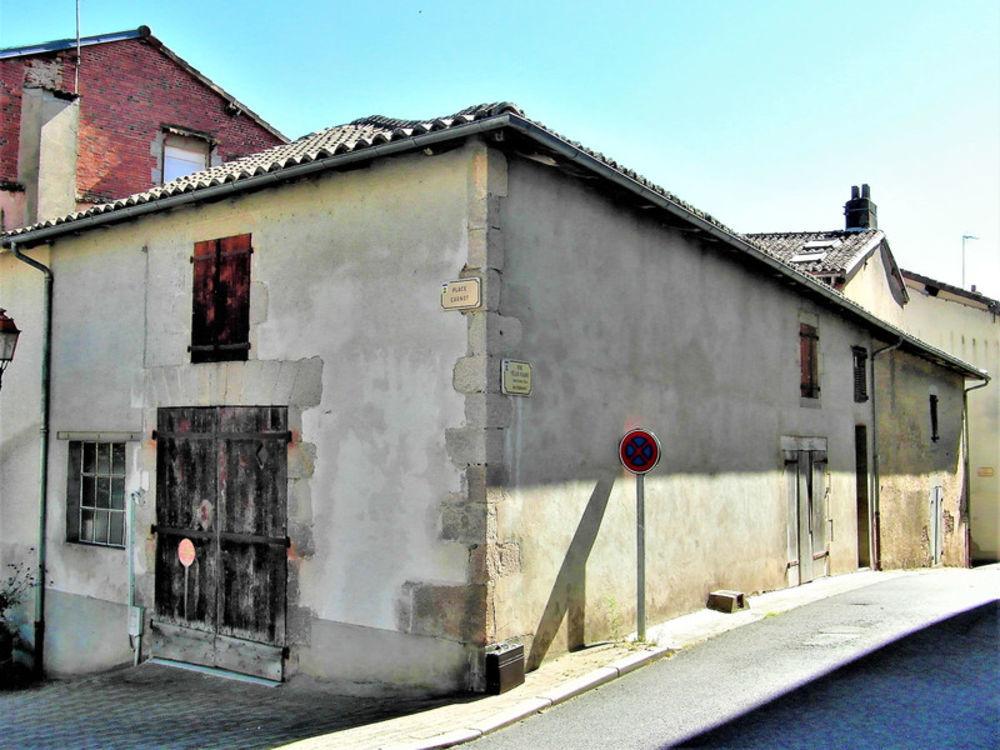 Vente Remise/Grange Grange de 18 siècle-centre ville-deux niveaux-beau potentiel Bellac